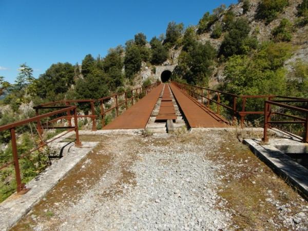 24-brug-tussen-2-tunnels