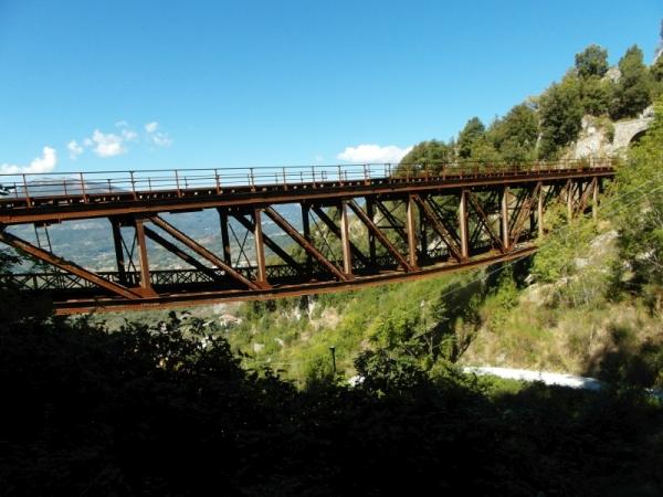 25-pad-onder-de-brug-tussen-2-tunnels